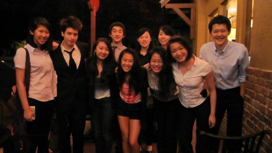 Don't forget to smile!  Our jet-lagged team of debaters tap into their reserves of Taipei Tiger enthusiasm.