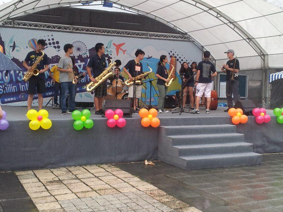 On October 5, a small group of players from the TAS jazz band held a public performance at the Shilin Cultural Festival, which was hosted at the Tianmu Baseball Stadium.
