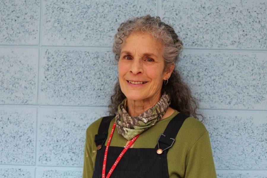Visiting artist Ruthanne Tudball at Taipei American School. [Allison K./The Blue & Gold]