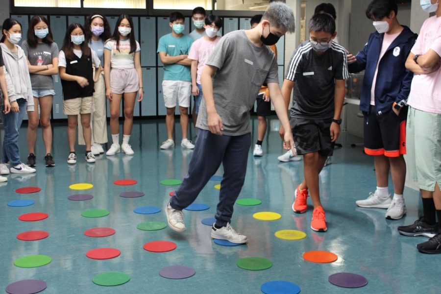 This team building game involved teamwork and interacting with others to get everyone through the course. Students are guiding each other across the dots to attempt to finish before time runs out. (Photo courtesy of Lucia V. ('24))